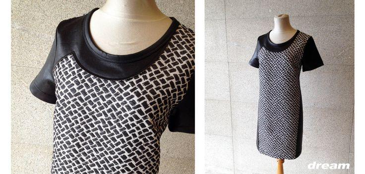 Vestido de manga corta en blanco y negro, con combinación de tejidos y efecto asimétrico en escote, Cop Copine