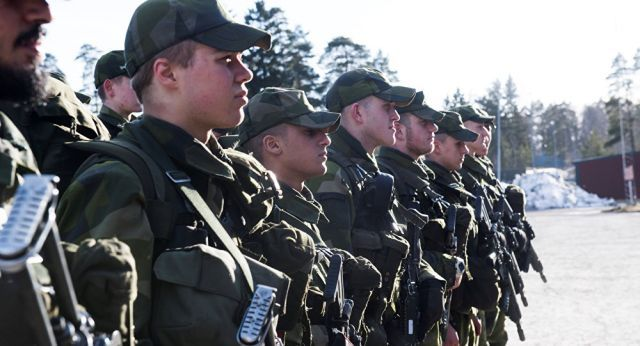 İsveç hükümeti, zorunlu askerlik hizmetinin geri getirilmesini öneren bir tasarıyı Meclis'e getirmeyi planlıyor. Tasarının gerekçesi olarak, Baltık Denizi'nde 'artan Rus askeri faaliyetleri' ileri sürüldü.