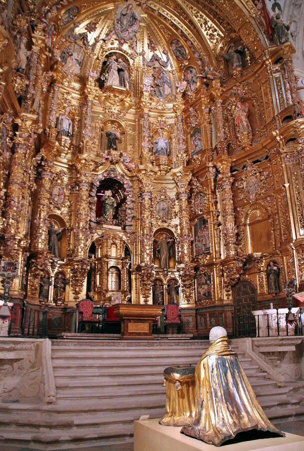 Altar mayor de la  Iglesia de San Franicisco en Medina de Rioseco en Valladolid España.