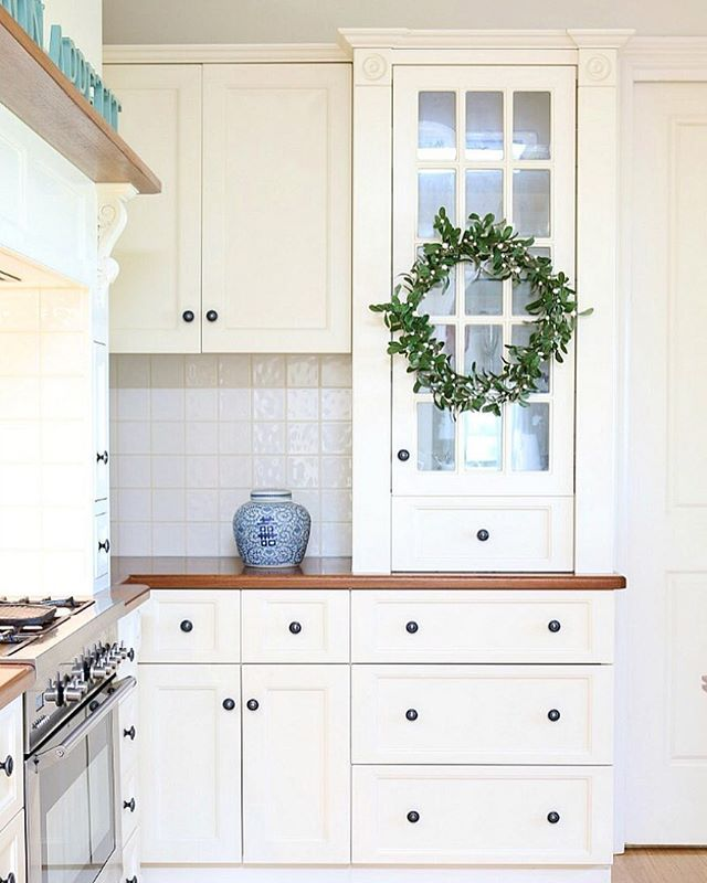 Clean kitchens are so worth celebrating. #christmaswreathlove