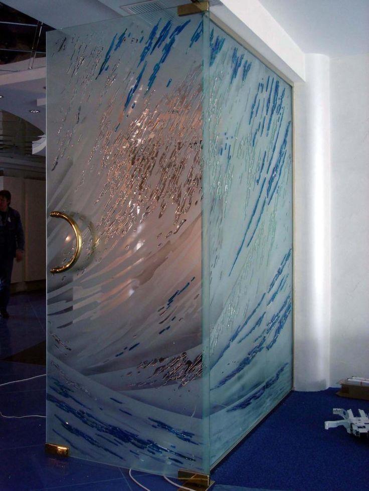 Декоративные зеркала в офисе компании выполнены в технике тональной пескоструйной обработки с элементами фьюзинга из витражного стекла SPECTRUM #витражи #artglass #студияжогина #жогин #артгласс