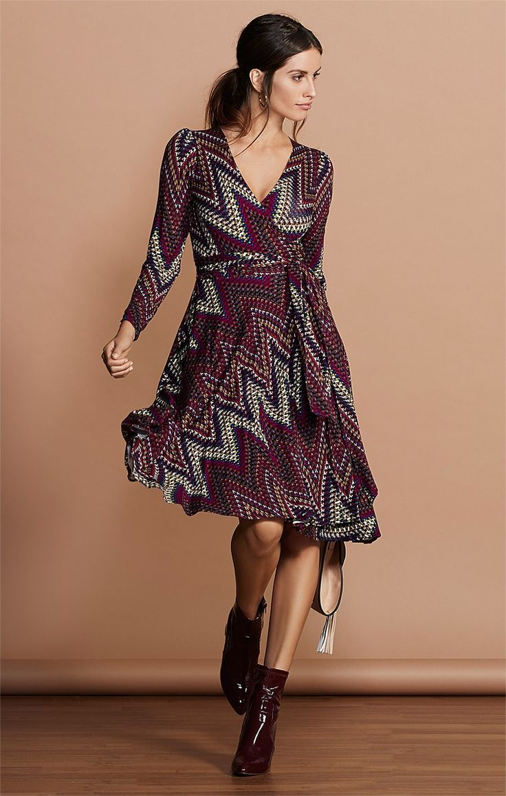 ETTA REVERSE WRAP 3/4 SLEEVE FULL SKIRT KNEE LENGTH JERSEY DRESS IN PURPLE ZIG ZAG