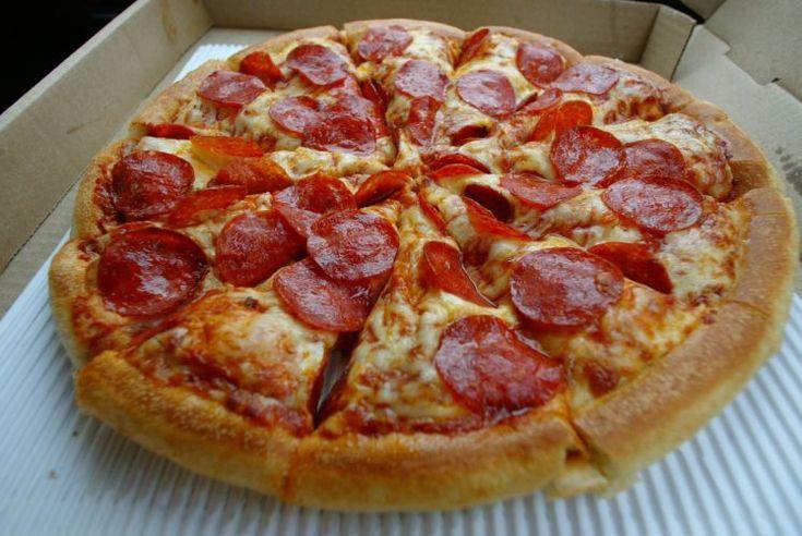Entre os ingredientes mais requisitados está o pepperoni com mozarela, molho de tomate e massa grossa