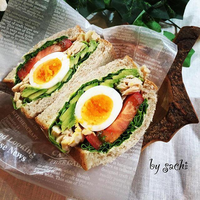2016/08/08 13:15:19 sachi825 アボカドチキンサラダ☆わんぱくサンド♪ ✳︎ ✳︎ パパのお弁当に作ったわんぱくサンドです! アボカドチキンサラダにゆで卵、お野菜たっぷりな、ヘルシー食材で作ってます。 ✳︎ ✳︎ ◆材料(1人分)◆ 食パン(8枚切り・全粒粉)・・・2枚 バター・・・大さじ2杯くらい 玉子・・・1個 サラダチキン(セブンイレブン蒸し鶏ほぐし使用)・・・60g トマト・・・1.5㎝幅の輪切り1枚 アボカド・・・1/2個 レタス(グリーンカール)・・・2枚 ✳︎ ✳︎ 写真付きでブログにレシピを載せてます。 http://ameblo.jp/sachi825/entry-12188098877.html ✳︎ ✳︎ #クッキングラム #おしゃパンバルミューダ #おしゃパン #バルミューダ#わんぱくサンド  #わんぱくサンド弁当 #おうちごはん  #lin_stagrammer  #delistagrammer #sandwich  #boiledeggs  #chickensteamed #tomato