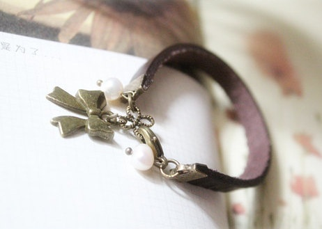 butterfly bracelet,retro butterfly pendant and white preal bracelet,brown leather bracelet. via Etsy.