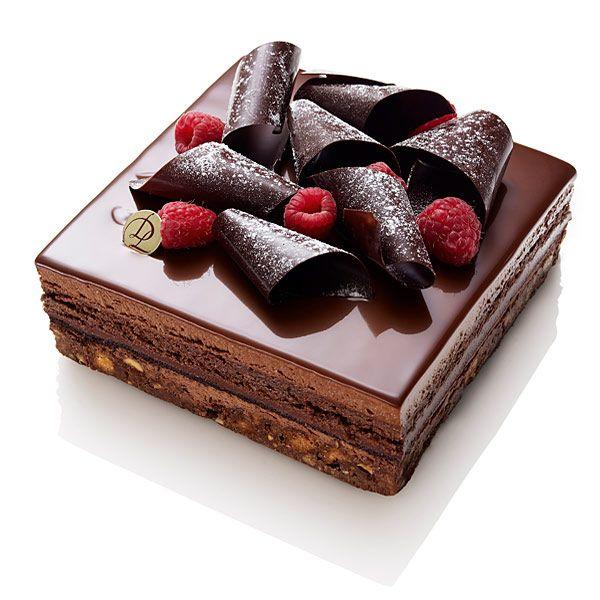 Croquant amandes en sablé, crémeux chocolat noir, biscuit fondant chocolat, ganache framboise. Réalisable sur commande en Boutique pour plus de 8 personnes. RETRAIT EN BOUTIQUE !