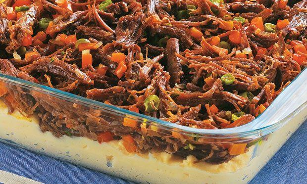 Acém refogado com legumes e purê de batata