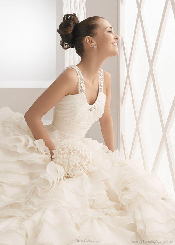 Vestido de noiva com bordados e pedrarias