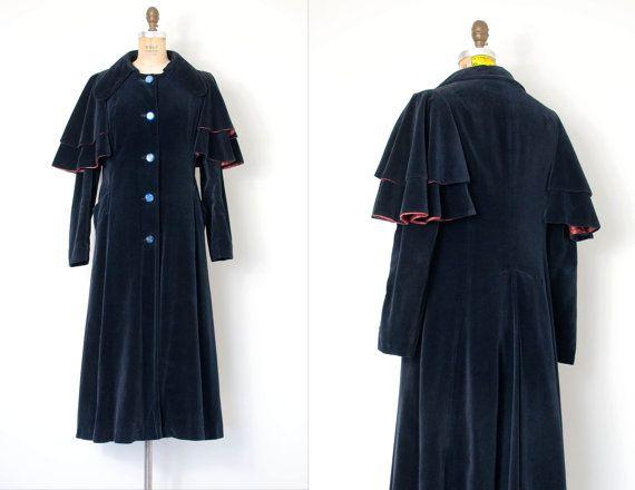 abrigo vintage de 1970  capa de terciopelo azul de por SwaneeGRACE