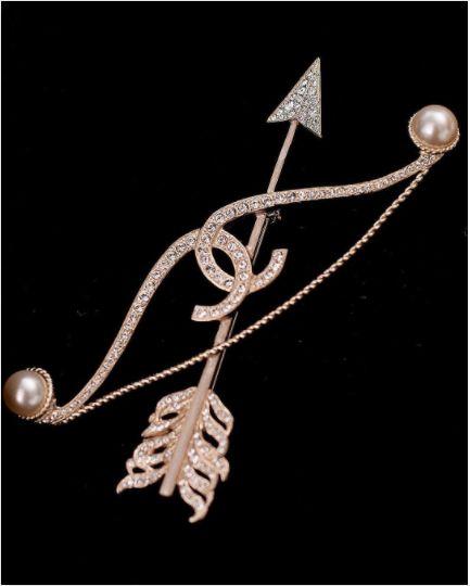 a0458ca6d54 Chanel Diamond Bow and Arrow Brooch - Cruise 2018   Chanel bae ❤ in 2019    Chanel jewelry, Chanel, Chanel cruise