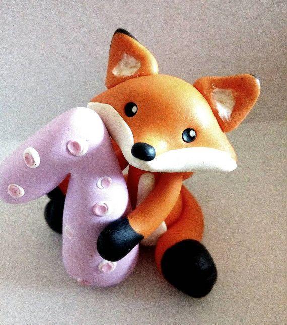 Ersten Geburtstag Kuchen Topper - Fuchs Cake Topper Handarbeit mit Fimo - Baby-Dusche-Geschenk Fox cake Topper, sorgfältig in Handarbeit mit Fimo von mir handgefertigt, jedes Stück ist wirklich einzigartig! Dimension: 2 Zoll Wenn Sie eine größere Menge benötigen wenden Sie sich