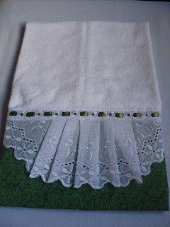 Toalha de rosto 100% algodão com barrado em tricoline! Aceito encomendas!       Ateliê Sonhos de Aurora!