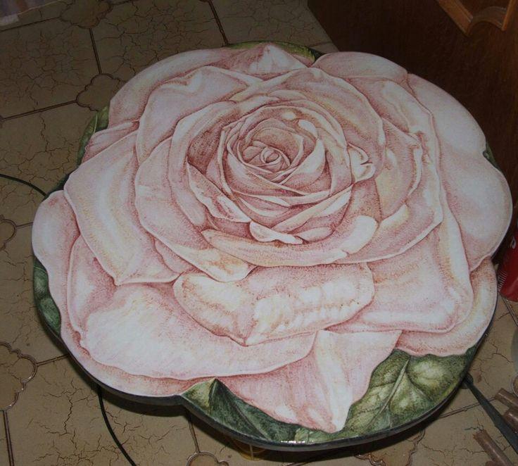 """"""" Rosa """" Tavolo in pietra lavica e ceramica diametro cm 60  decorazione interamente a mano"""