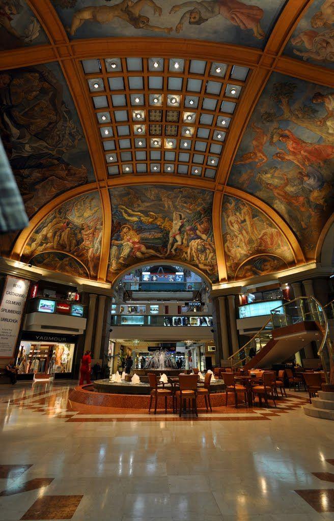Descubrí el interior de las Galerías Pacífico ubicadas en la famosa peatonal Florida. Hoteles en Buenos Aires. Turistas en Bs. As.