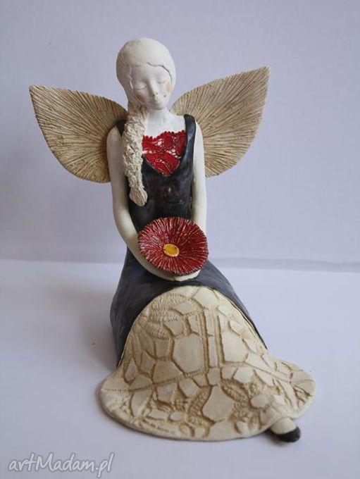 Anioł rozłożysty gerberą ceramika wylegarnia pomyslow aniołek
