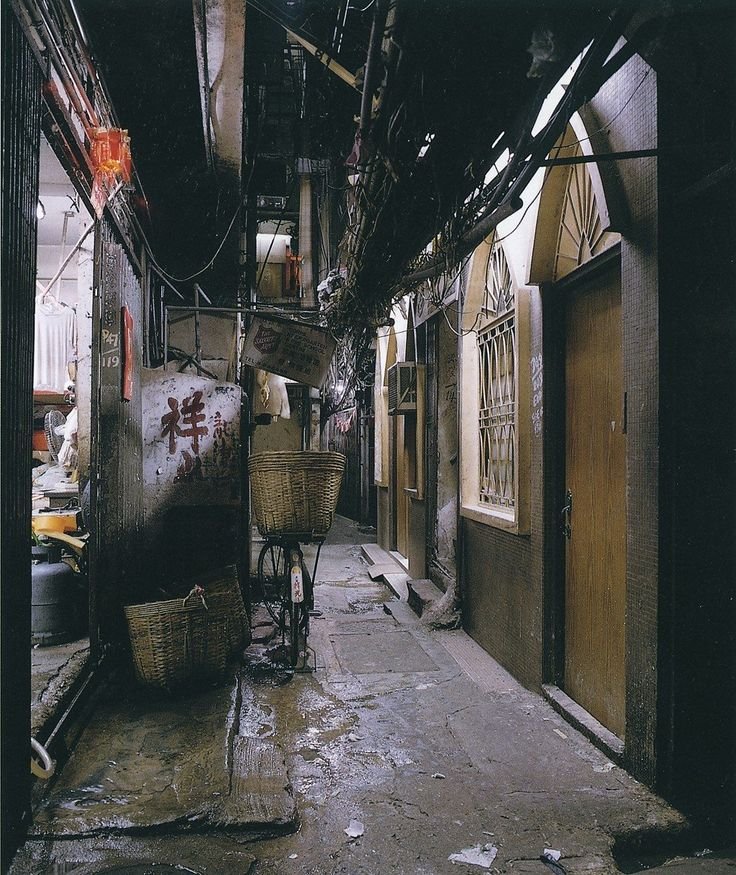 stunning photos show life inside lawless kowloon walled on walled id=80125