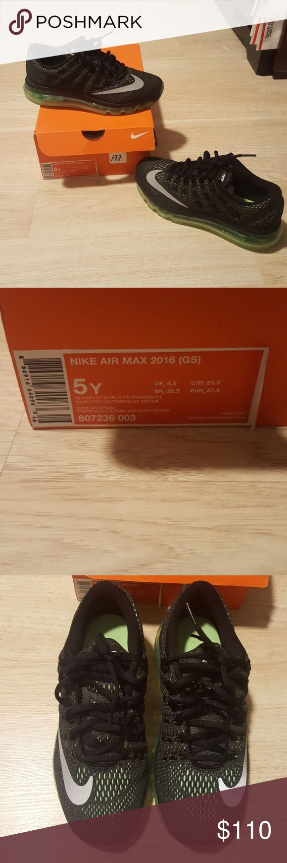 Nike air max 2016 Nike air max size 5 in boys (womens size 7 ) only worn once. Like new.  Comes with original box. Nike Shoes Sneakers