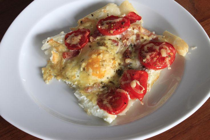 Plaattaart met ei en tomaat een smulrecept voor het ontbijt #foodblog #brunch #ontbijt #Pasen #recept #eieren #bladerdeeg #hartigetaart
