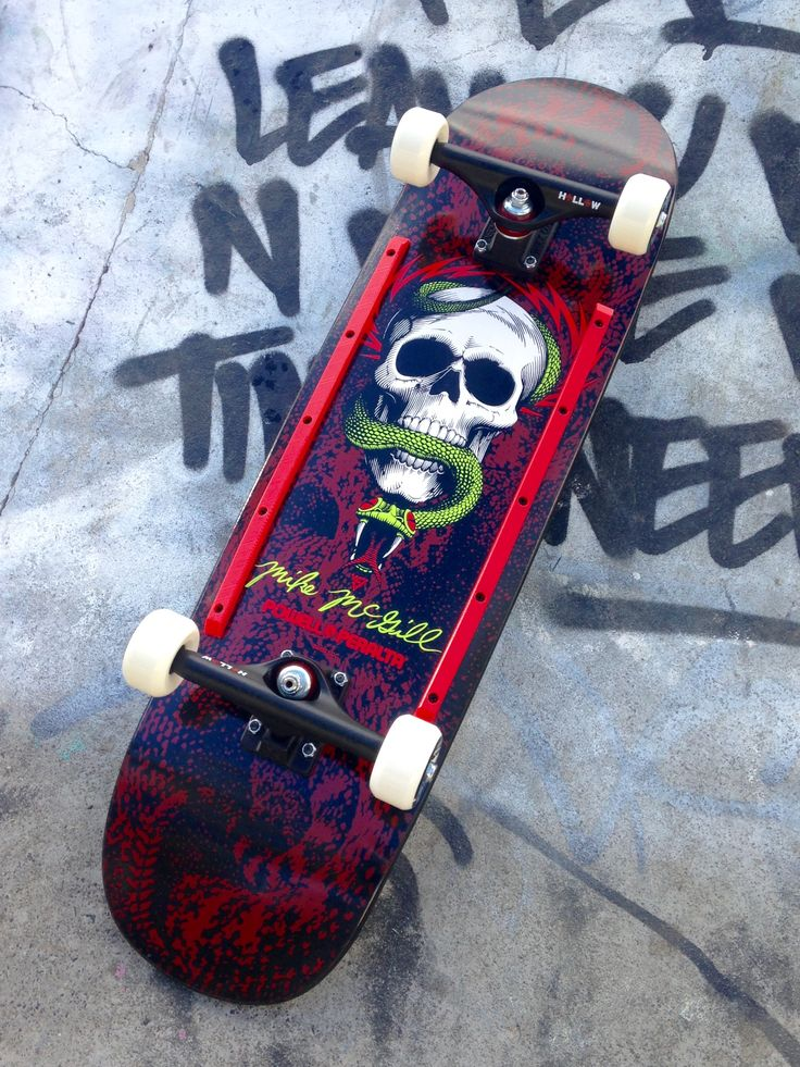 Brother Apples new Killer Stick... at the Sk8Park and ready to ride. First trick - outta the bag: backside 50/50 boned Mc. Pensioner and man didn't those 'virgin' Indy hollows grind like butter... Yeah Baby. Church of Skatin forever SkullyBloodrider 24.6.2017.