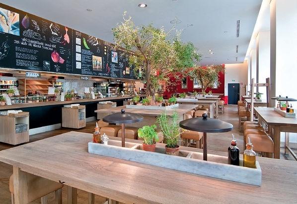 Gy ny r az asztal k z pen a m rv ny szer l nyeg hogy for Designhotel innsbruck
