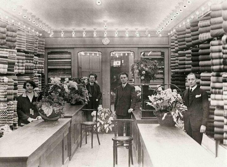 1927 Nieuwendijk Luxe stoffenwinkel NV van Dam
