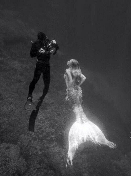 Love is an irresistible desire to be irresistibly desired. Robert Frost Любовь — это непреодолимое желание быть непреодолимо желанным.  Роберт Фрост