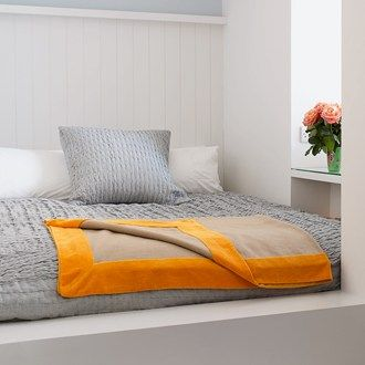 Jane taylor small spaces spaces and bedrooms for Small room 5 1 or 7 1