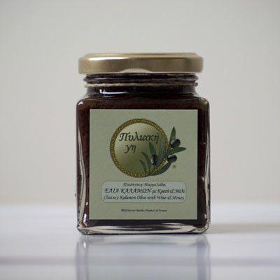 @pyliakigi #olive #chutney Πυλιακή γη τσάτνεϋ ελιάς Ένα ιδιαίτερο άλειμμα ελιάς καλαμών με κρασί και μέλι, ιδανικό για να συνοδεύσει οποιαδήποτε αλμυρή δημιουργία σου. Η Πυλιακή γη, συνδυάζει τις παραδοσιακές συνταγές με τη γαστριμαργική έμπνευση του σήμερα, για να προσφέρει πρωτότυπα προϊόντα, χωρίς συντηρητικά, με αγνές πρώτες ύλες.