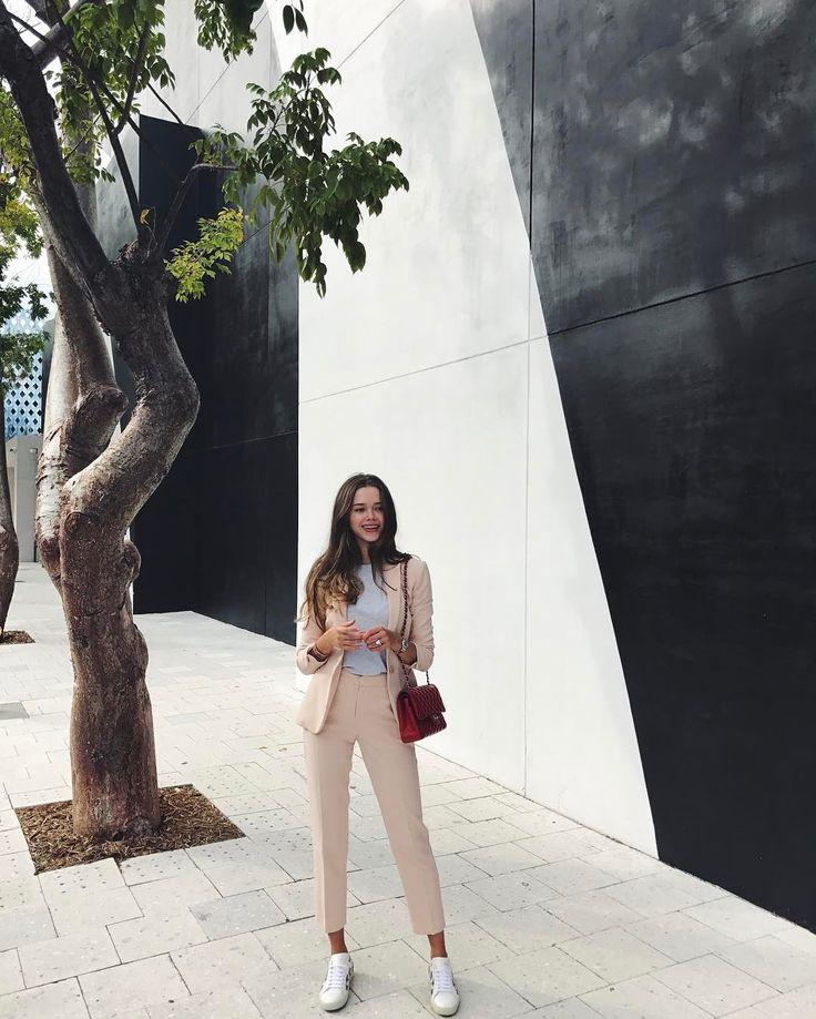 """Polubienia: 601, komentarze: 28 – Valeria Lipovetsky (@valerialipovetsky) na Instagramie: """"Miami you are the perfect escape #ootd"""""""