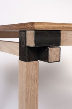 XYZ Interesting joint to use on a variety of applications...desks, tables, etc.