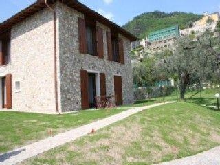 Nuovo+bungalow+moderno+in+una+posizione+tranquilla+con+vista+sul+lago+e+giardino+per+2-6+Per+++Case vacanze in Lago di Garda da @homeawayitalia