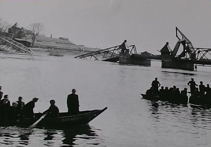 Kampen De 2e keer dat de stadsbrug vernietigd werd.Dit keer door de vluchtende Duitsers in 1945