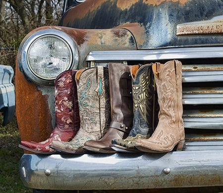 Love this pic by Country Outfitters of classic Luccheses!