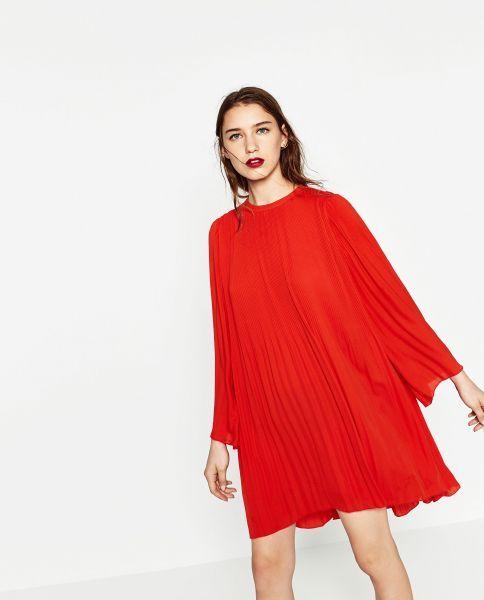 Vestido plisado, Zara.