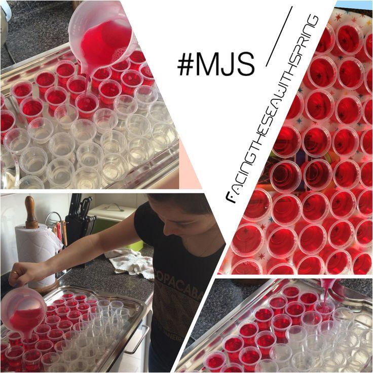Mandi jelly shots. Jaleas de diferentes sabores con el destilado que mas te guste.  Haz la diferencia en tus carretes. Prende a tus invitados con las mejores ideas.  Contáctanos por Facebook: Mandi Jelly Shots  Celular: +56978073954 o +56974225018. Llámanos o escríbenos por whatsapp✔️✔️