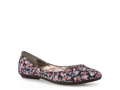 Pretty little floral flats -- perfect!
