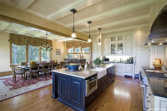Alan Jackson's TN Lake House kitchen