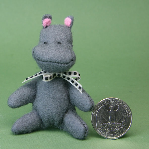 Miniature Hippo for starting with mini stuffed toys.