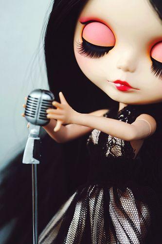 glamour blythe singing neemo body