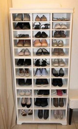We love #recycling projects! This wooden shoe rack made of an old #cupboard helps store all your heels, flats and sneakers and is easy to make: http://www.1-2-do.com/de/projekt/Schuhregal/anleitung-zum-selber-bauen/19485/