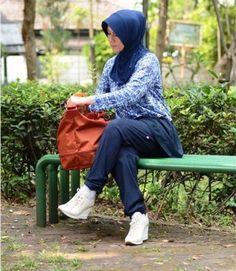 Baju senam muslim Elzatta. Cocok buat yang mau langsing. Senam dan jangan lupa detox!