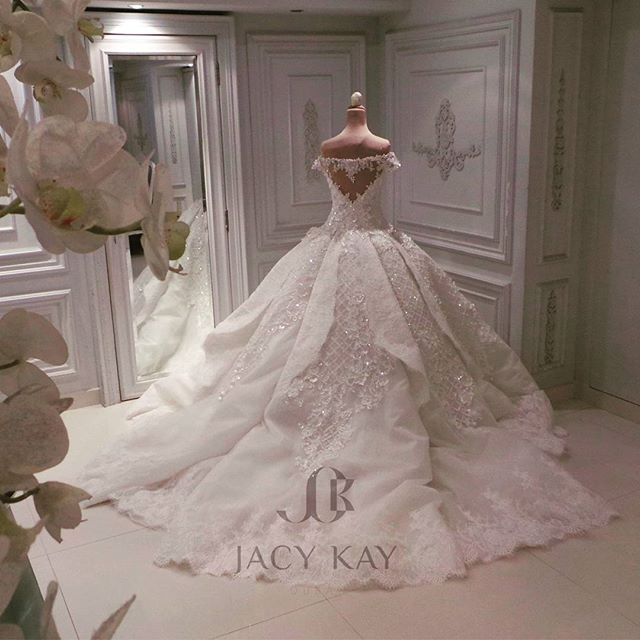 She who wished for a simple dress deserves a masterpiece. Another Jacy Kay classic for our radiant bride.  @mowza #jacykay #jacykayofficial #weddingdress #hautecouture #dubai #uae