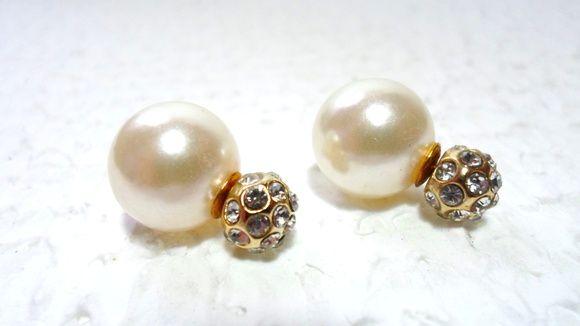 Brinco Dior Inspired duplo.    Dourado com Pérola e pontos de Strass.    Pinos para orelhas furadas.    Pronta Entrega! R$ 35,00