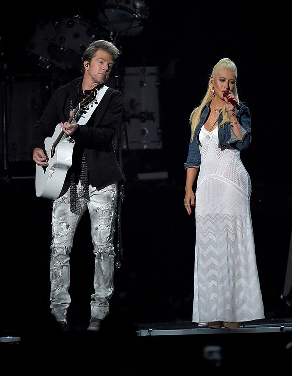 Christina Aguilera Goes Country For 2015 ACM Awards Performance With RascalFlatts