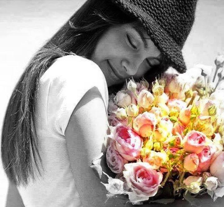 """""""Yüreğinden öpüyorum""""dedim. Gülümsedi. Biliyordu, """"Seni seviyorum"""" demenin bir yoluydu… Cuma İzol"""