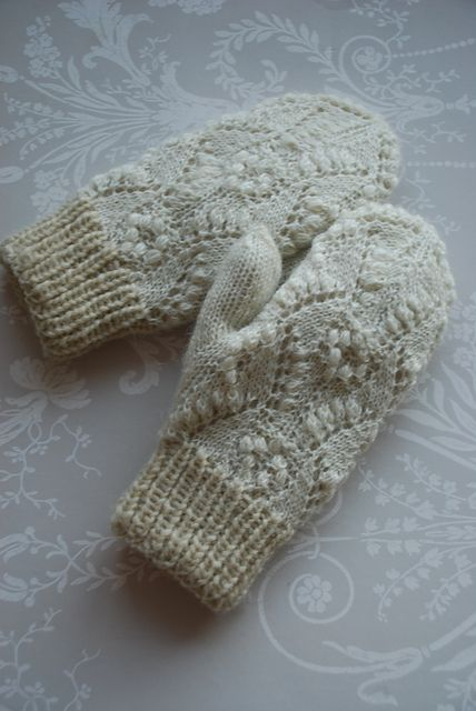 Ravelry: capucino's Naturalwhite mittens with lace