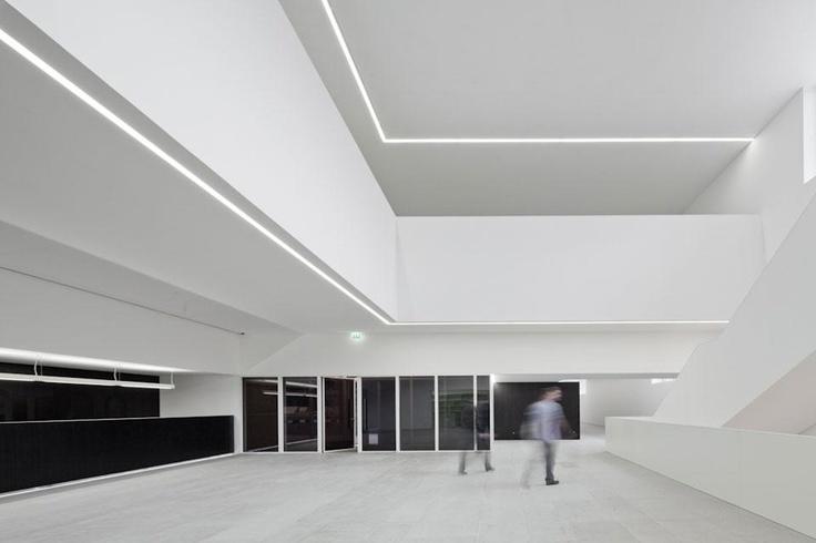Arts and Creativity Platform by Pitágoras Arquitectos. Clean lobby space.
