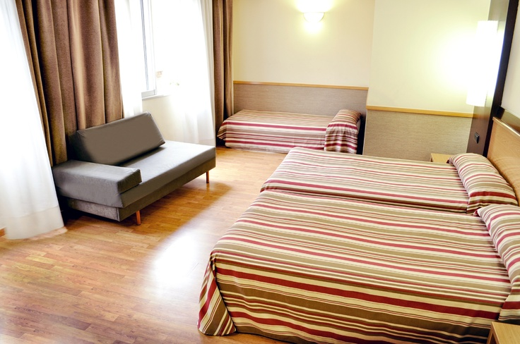 Habitación familiar. El Hotel Catalonia Atenas ofrece habitaciones para todas las necesidades.   www.hoteles-catal...
