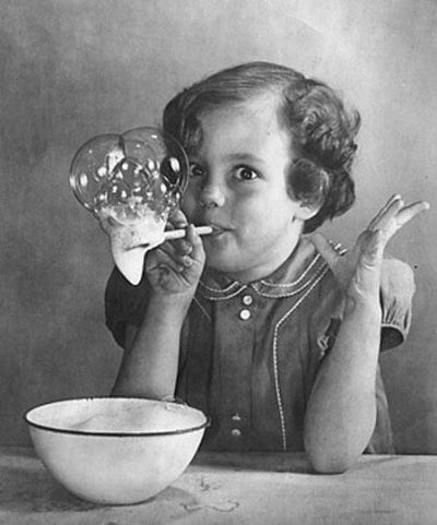 Noi che facevamo le bolle di sapone con il detersivo per i piatti