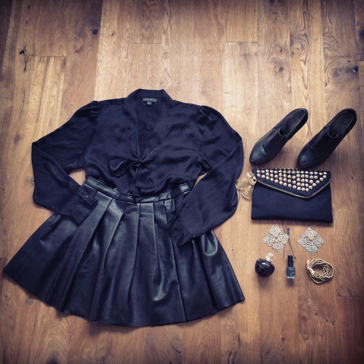 Leather Lover #boomerblogzine #ootd #outfitoftheday #inspiration #lookbook #leather #skirt #christianaudigier #asos #forever21 #newlooj #handm #kiko #dior #allblackeverything